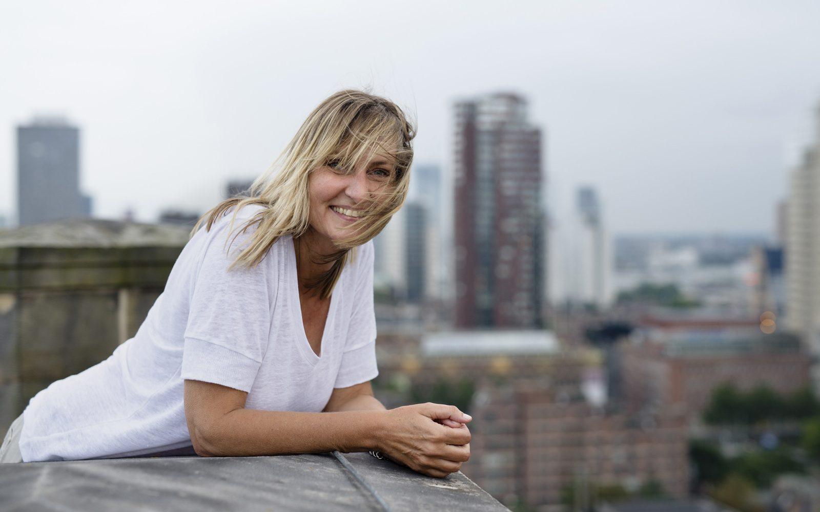 Esther Wienese in het Hoogkwartier Het Rotterdamse Dakenboek
