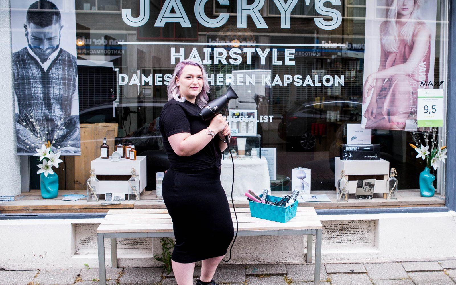 Lilian van Jacky's Hairstyle