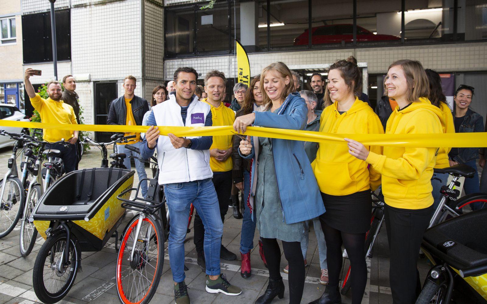 Start van de Mobility Challenge Hoogkwartier in de Hoogstraat