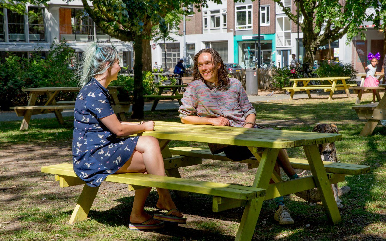Bewoners Roos en Bèr door Hester Blankestijn in het Hoogkwartier